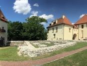 Zamek Żupny w Wieliczce, na pierwszym planie fragmenty murów kuchni żupnej , fot. P. Chwalba'